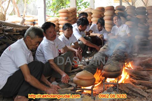 16h khói lửa liên tục mới hoàn thành niêu cá kho đạt chuẩn công thức làng Vũ Đại