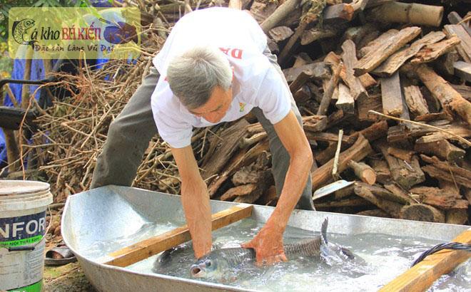 Cá được rửa sạch nhiều lần