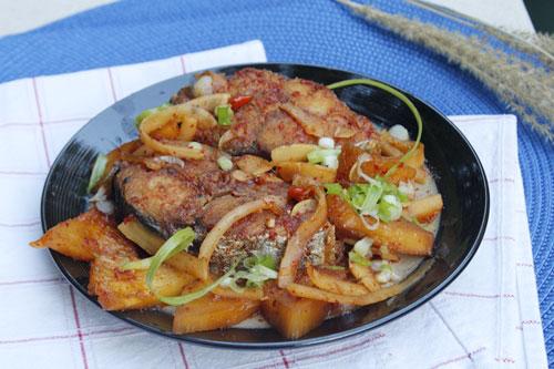 Cá kho cùi dừa và dứa ngon tuyệt