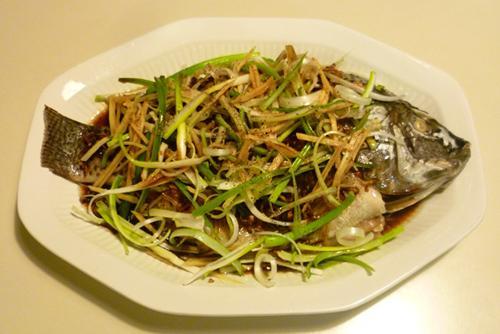 Món cá rô phi hấp hành gừng rất ngon