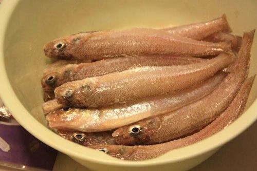 Cá trước khi kho được làm sạch
