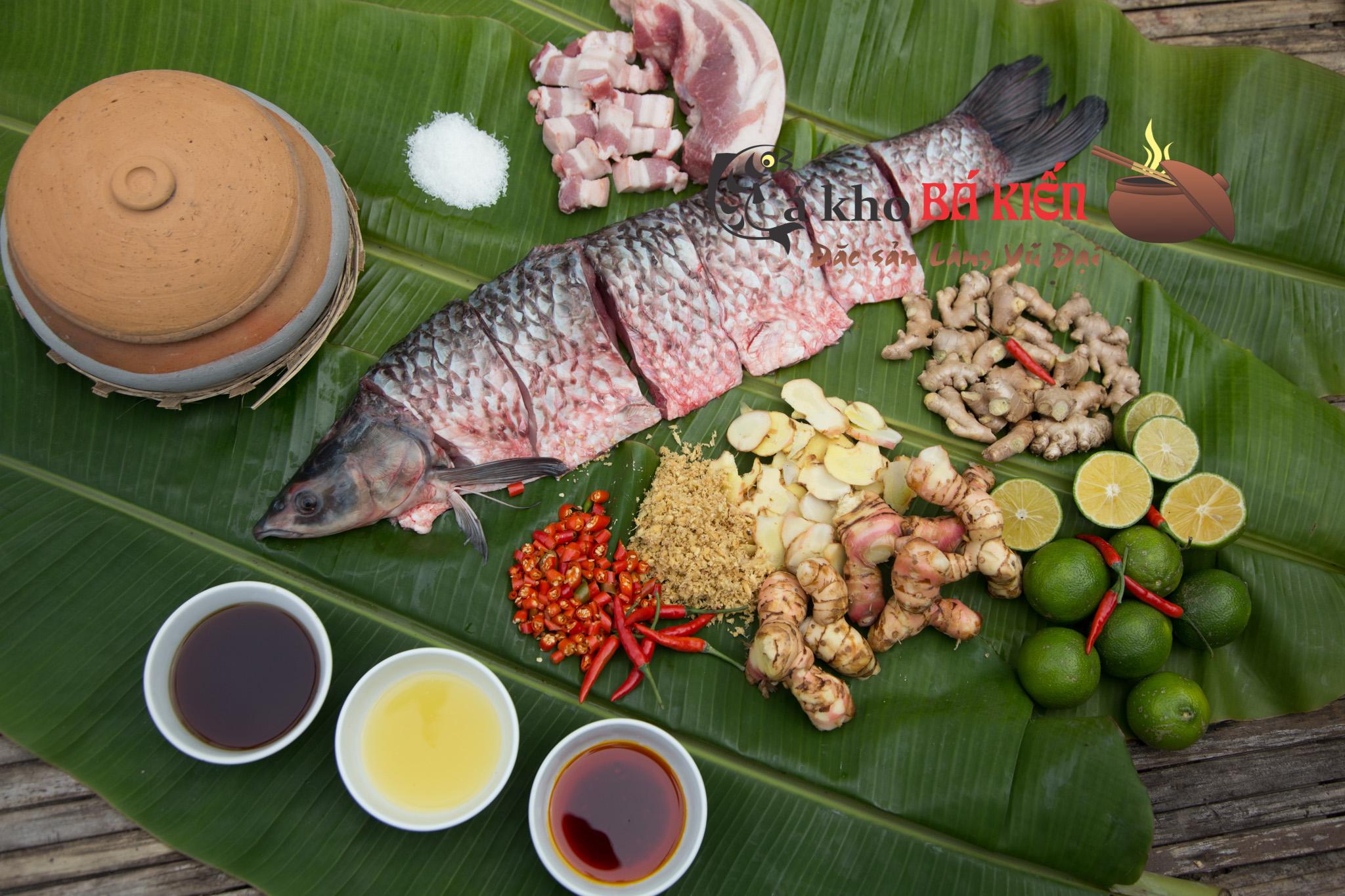 Cá trắm đen và 16 loại gia vị đặc biệt có trong niêu cá kho làng Vũ Đạo tạo nên hương vị đặc trưng