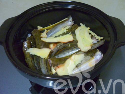 Chuẩn bị đầy đủ gia vị cho món cá bống kho