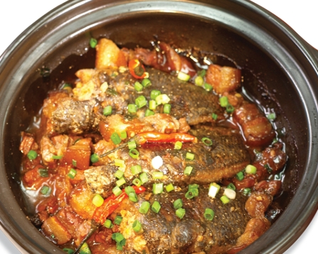 Món cá rô đồng kho tộ thơm ngon