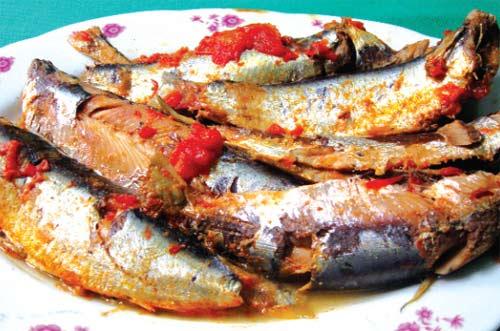 Món cá trích kho rục thơm ngon