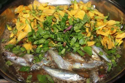Cá linh nấu lẩu chua