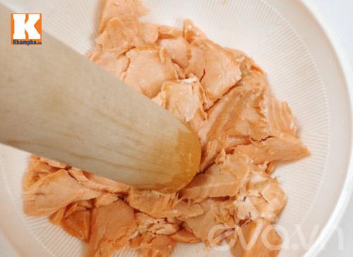Thịt cá sau khi giã nhuyễn.
