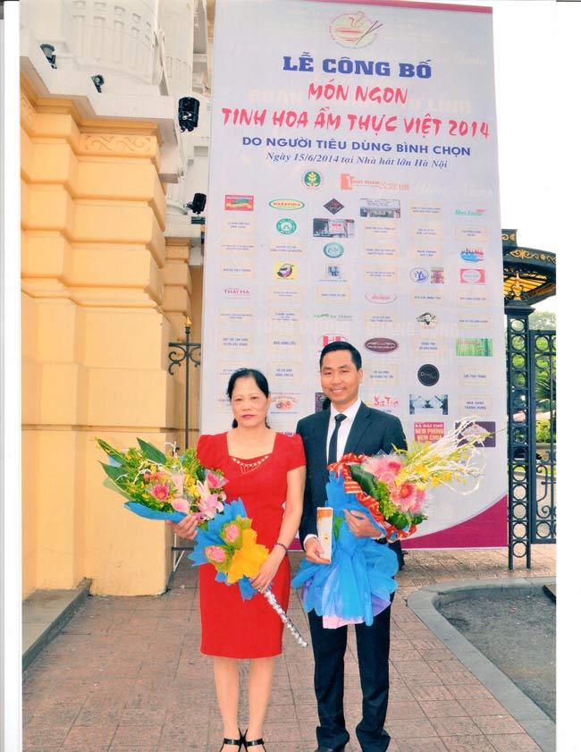 Bà Nguyễn Thị Kiều Loan - chủ tịch HĐQT và ông Nguyễn Bá Toàn - Giám Đốc Công ty Đặc Sản Việt Nam