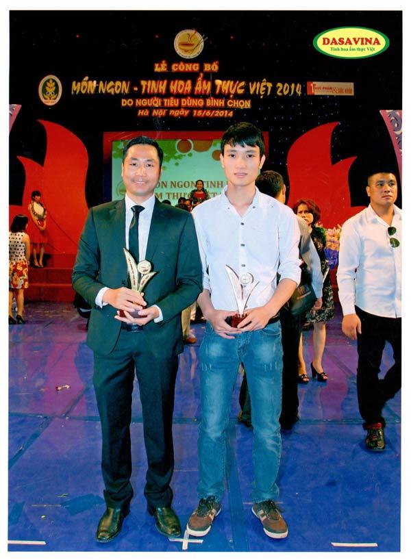 Ông Nguyễn Bá Toàn - Giam Đốc và anh Nguyễn Đình Quý - Trưởng phòng công nghệ Công ty Đặc Sản Việt Nam