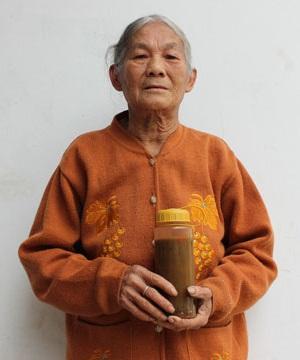 Bà Trần Thị Thứ (74 tuổi)
