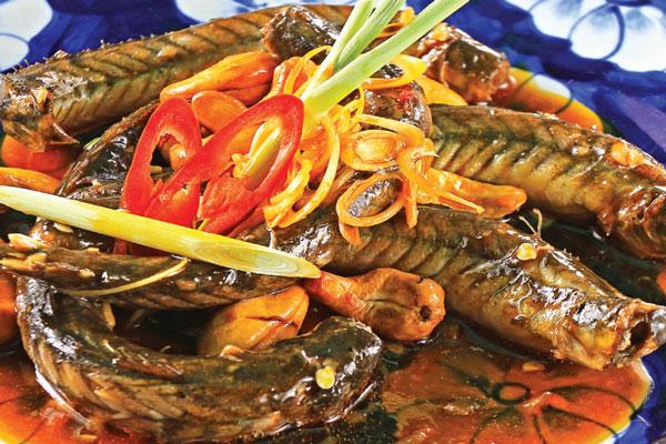 Thưởng thức món cá chạch kho