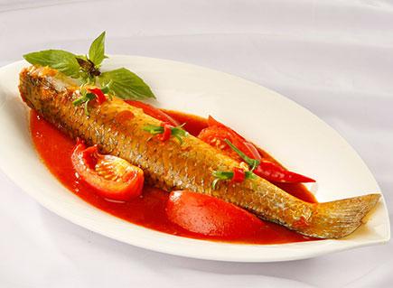 Cá đối kho cà chua hương vị đậm đà, hấp dẫn