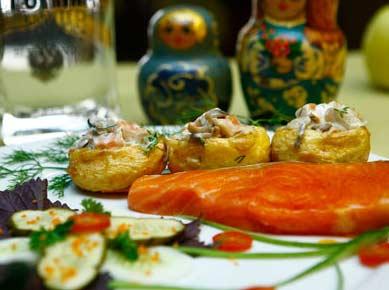 Cá hồi nhồi khoai tây chiên kiểu Nga ngon đúng điệu