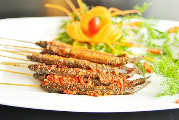 Cá kèo nướng vàng đẹp mắt và ngon miệng