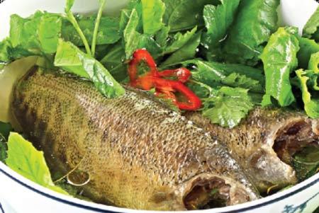 Cá rô và rau cải tươi ngon