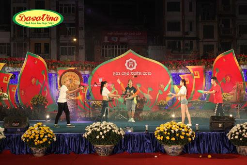 Lễ khai mạc hội chợ Xuân 2015 diễn ra sôi động với nhiều tiết mục biểu diễn văn hóa