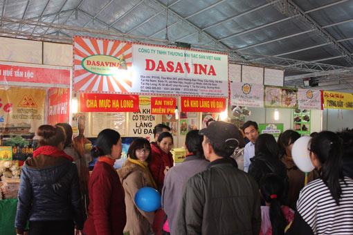 Gian hàng của Dasavina thu hút nhiều thực khách đến tham quan và mua hàng
