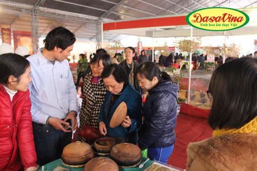 Khách hàng đặc biệt quan tâm đến món Cá kho làng Vũ Đại