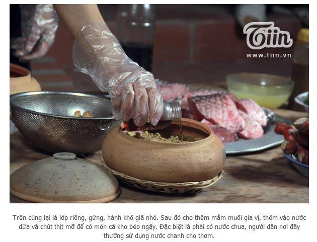 Cá được xếp vào nồi đúng thứ tự theo quy trình của công ty Đặc Sản Việt Nam