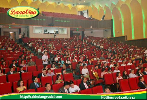 Hội trường đông ngịt khán giả đến tham dự tại Nhà Hát Âu Cơ Hà Nội