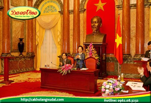 Đại diện các công ty được diện kiến phó chủ tịch nước Nguyễn Thị Doan tại phủ chủ tịch