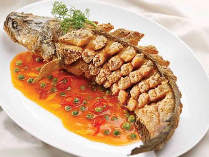 Đậm đà hương vị cá lóc chiên sốt me