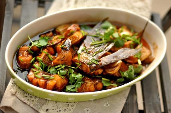 Cá mè om gừng tỏi, cá mè kho dưa chua cho bữa cơm gia đình thêm đậm đà