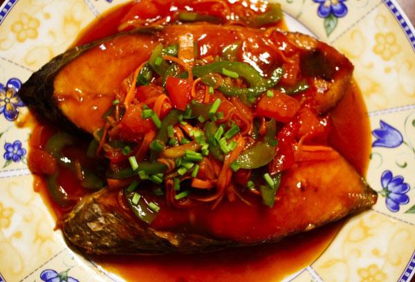 Ngon cơm cùng cá ngừ sốt cà chua