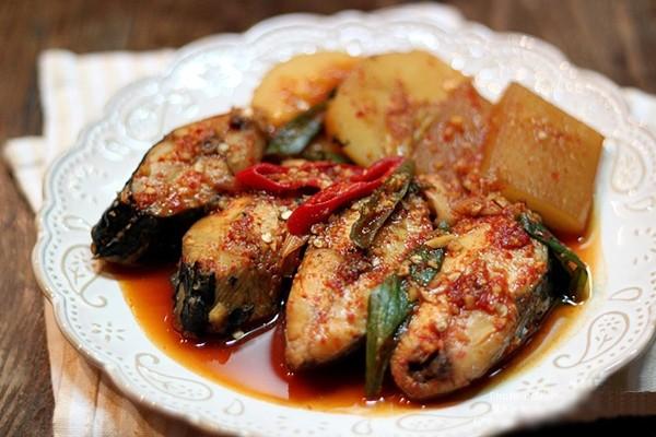 Cá kho kho củ cải tuyệt ngon kiểu Hàn