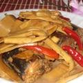 Cá nục kho măng ngon vị chua cay