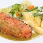 Học lỏm cách nấu cá hồi xốt trái cây vừa ngon vừa lạ