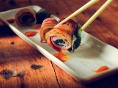 Thịt xông khói cuốn chả cá ngon lạ miệng