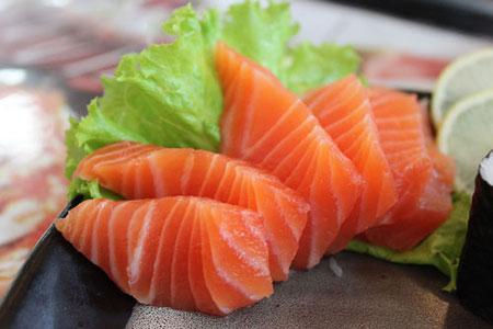 Cá hồi- thực phẩm giảm stress hiệu quả