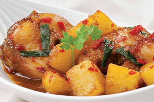 Thưởng thức món cá kho khoai tây