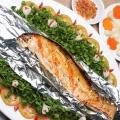 Bọc cá trong giấy bạc hoặc lá chuối để cá nướng thơm ngon và không bị cháy